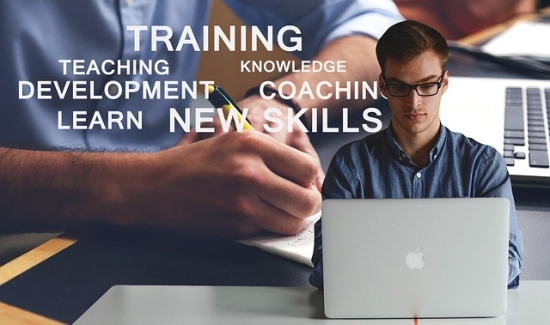 training-skills-coaching-laptop